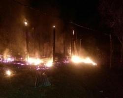 Fuego afecta tres viviendas en comunidad La Otra Banda