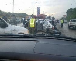 Al menos 15 vehículos accidentados y varios heridos en la autopista 6 de Noviembre