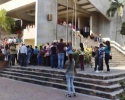 Abarrotan oficinas de Pasaportes ante falsa oferta de visas gratis para USA